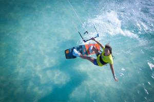 sabrina-lutz-kite-board