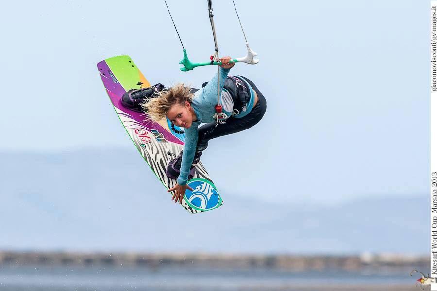 Annabel Van Westerop-kitesurf-grab